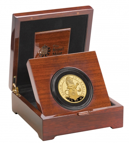 The Queen's Beasts The White Lion of Mortimer 2020 UK Five-Ounce Gold Proof Coin reverse in case right - UK20QWG5