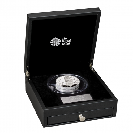 The Queen's Beasts The White Lion of Mortimer 2020 UK Ten-Ounce Silver Proof Coin reverse in case right  -UK20QWST