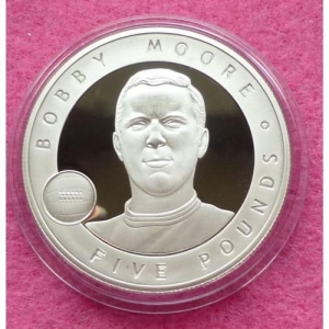 2006-JERSEY-GREAT-BRITONS-BOBBY-MOORE-5-SILVER-PROOF-COIN-COA-231223968441